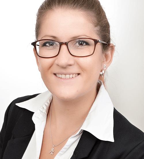 Portrait photography of VetRad consultant Dr. Vivian Fromme